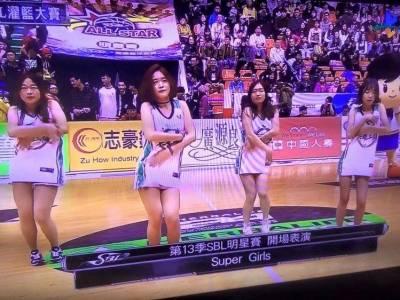 「全場硬翻天!」SBL啦啦隊開場熱舞讓酸民高潮了 網友:硬了但我說的是拳頭
