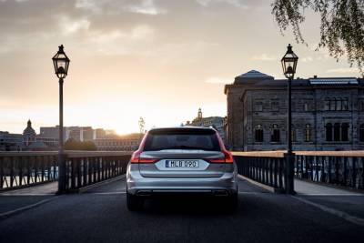旗艦旅行車Volvo V90如期亮相!來看看這位來自瑞典的標緻姑娘吧,尤其是那把家族直傳的「雷神之槌」……