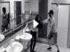 驚!女大生「上廁所」被跟蹤,正要被色狼下手!沒想到「監視器」竟然錄下這可怕的一幕...