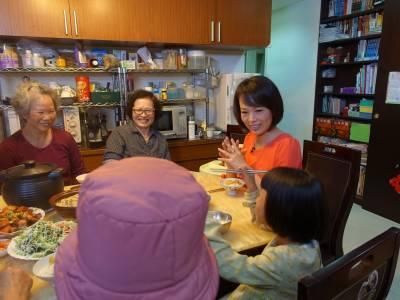 敖國珠淚談女兒,分享如何兼顧工作和家庭....她認為夫妻之間的互動最重要的是「這件事」!
